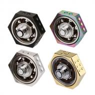 Vape Spinner ''Vethos'' - Популярная современная игрушка-аксессуар теперь в специальной версии исключительно для вейперов.  Крепится на ваш вейп-девайс между аккумуляторным блоком и парообразующим устройством. Имеет 510-ый коннектор и благодаря шестигранной форме идеально сочетается с парообразующими устройствами диаметрами от 22 до 25 мм.     Грани спиннера оснащены отметками в виде значений игральной кости. Занятный аксессуар, который не даст Вам скучать.